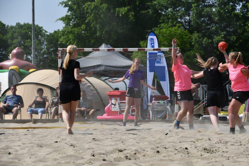 Pinksterweekend 2018 beachhandbal dames 1